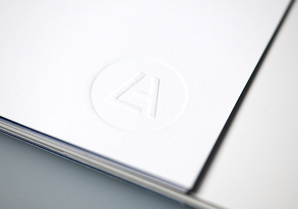Lift Alliance Broschüre, Prägung