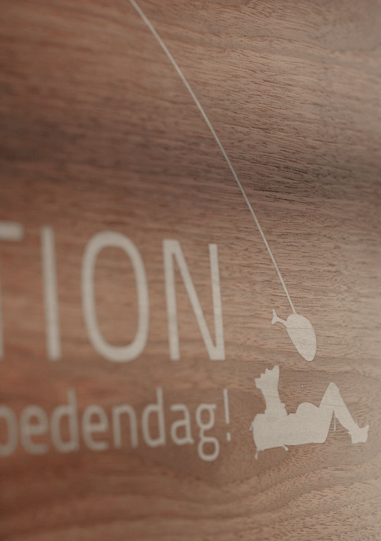 Schild, Rezeption, Holzschild
