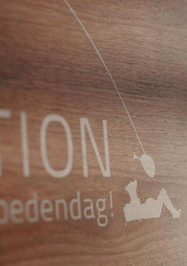 Schild, Rezeption, Holzschild