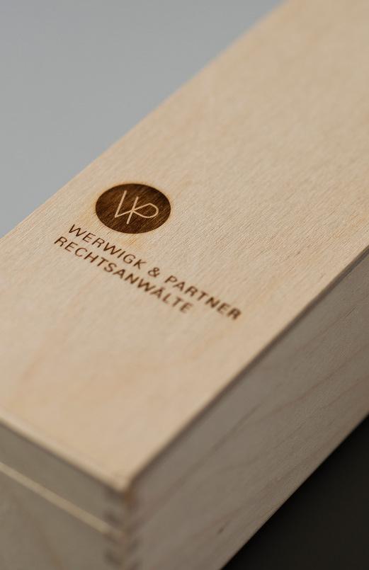 Logo, Signet, branding, geprägt auf Holz, Kanzlei, Rechtsanwalt, Stuttgart